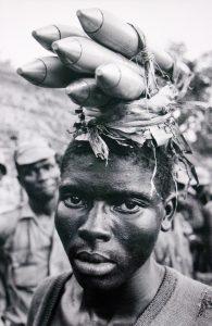 Soldat ibo pendant la guerre du Biafra (1968). © Don McCullin